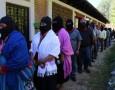 Por Alejandro Reyes Colectivo Radio Zapatista La larga fila de bases zapatistas serpentea rodeando el auditorio para entrar del lado opuesto donde se aglomeran cientos de personas de muchos rincones […]